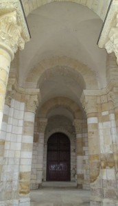 Porche (XIe s.) Abbaye saint Fleury