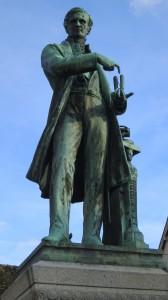 Statue d'Antoine CŽsar Becquerel ˆ Ch‰tillon-Coligny